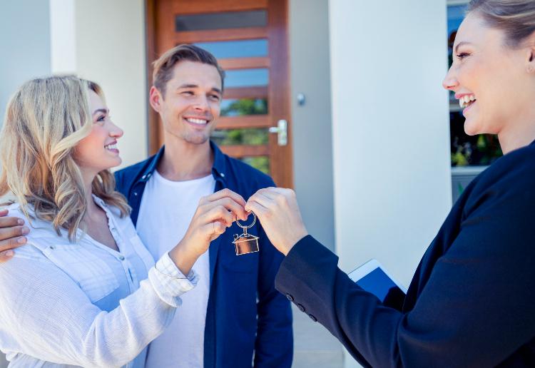 buyers getting keys