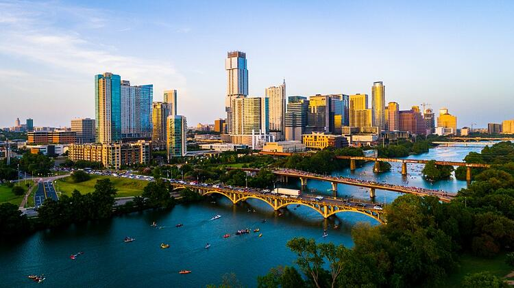 golden-austin-texas-sunset-over-cityscape-picture-id1201329053