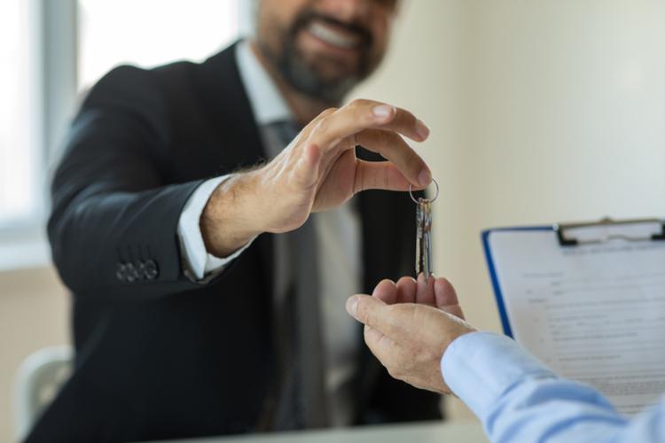 landlord giving keys