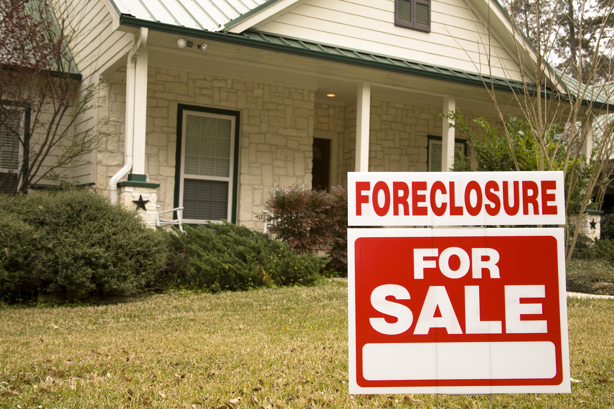 When Is It Actually a Good Idea to Buy a Foreclosed Home?