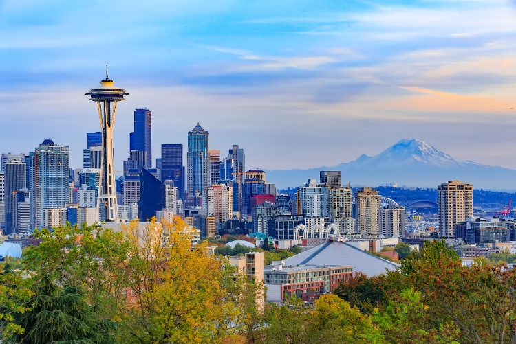 space-needle-and-seattle-downtown-picture-id507294292
